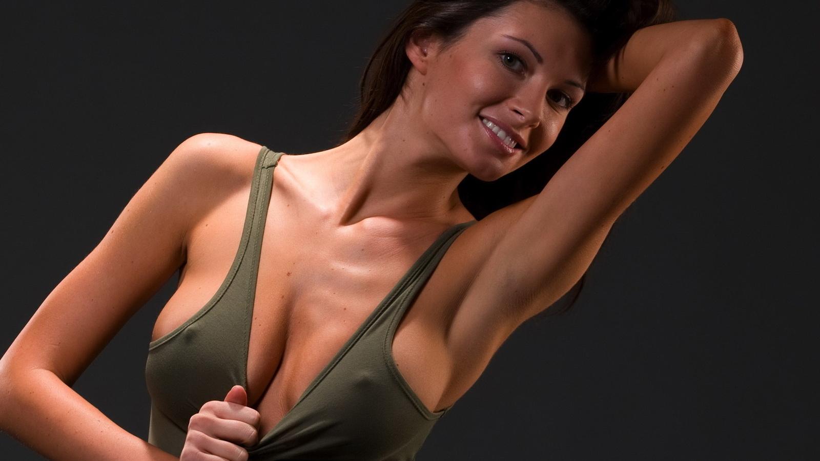 Фото женщин в одежде через которую видны соски 22 фотография