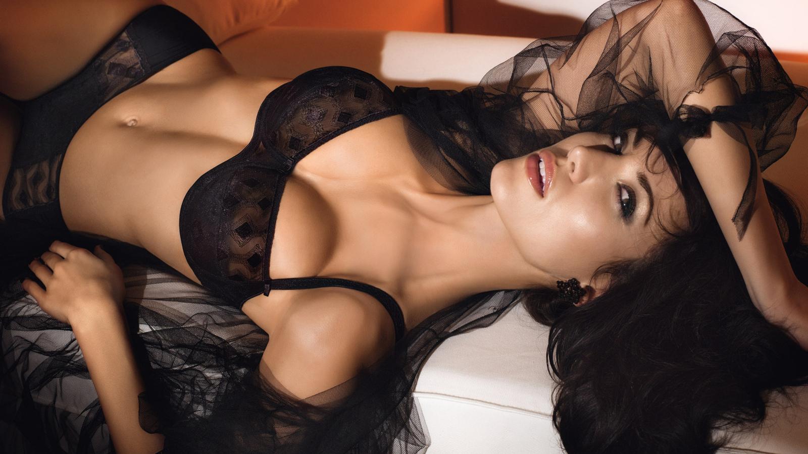 Эротические фото женщин с большой грудью в кружевном белье 25 фотография