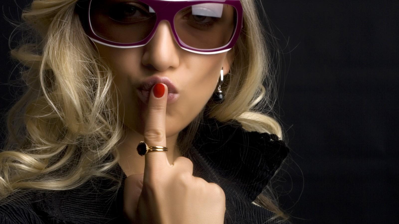 Фото блондинок любительские в очках 11 фотография