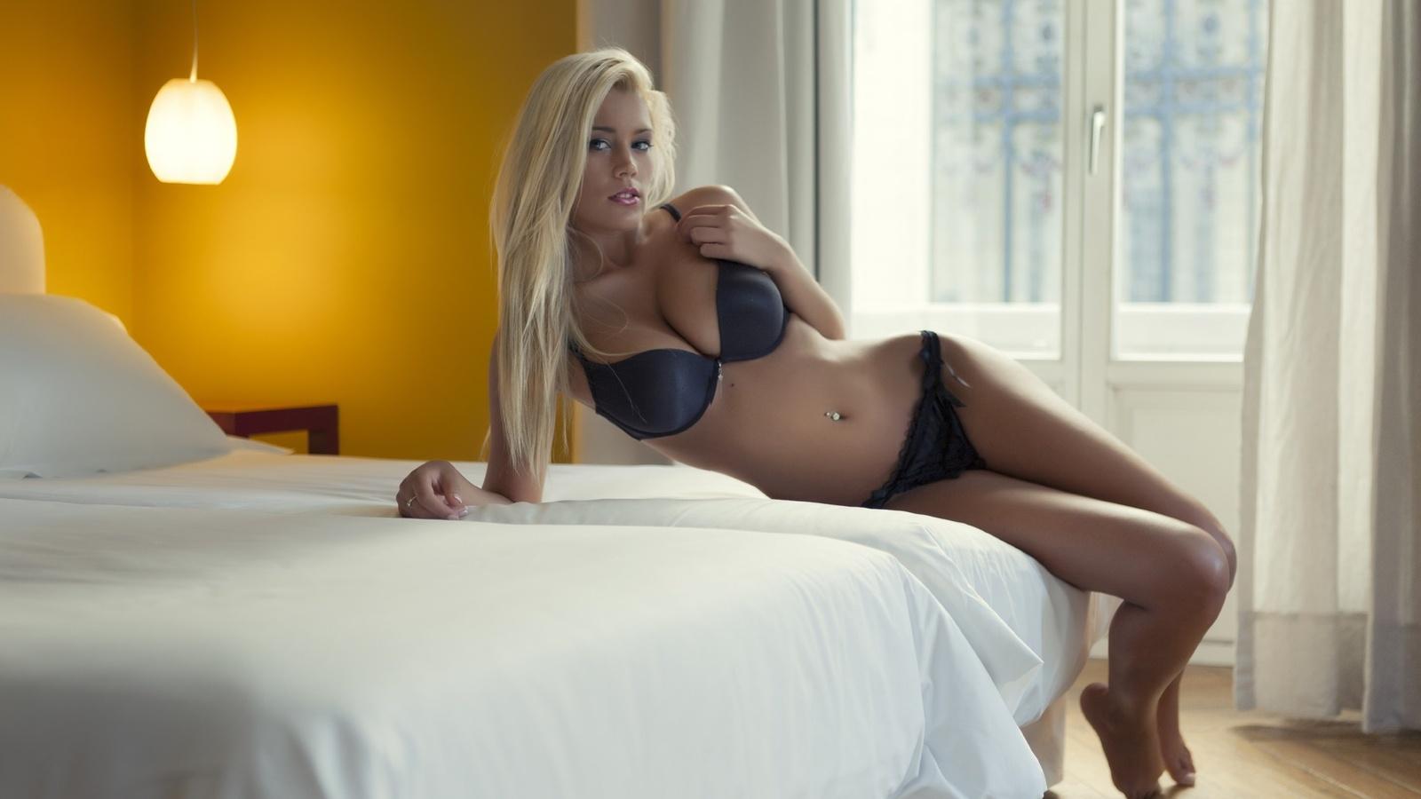 Фотографии девушек блондинок в домашних условиях в нижнем белье 9 фотография